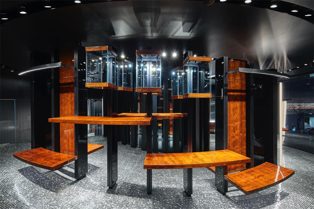 奢侈品店展示架设计的层次感