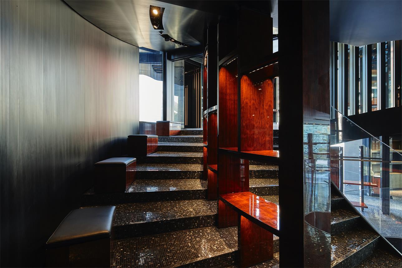 奢侈品店楼梯隔断设计