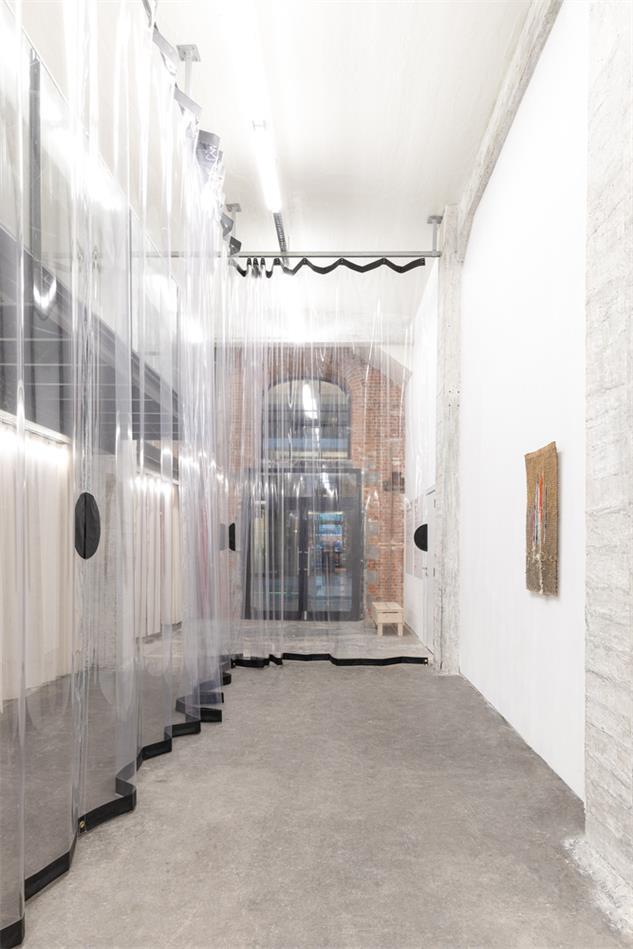 展厅透明拉帘分隔空间