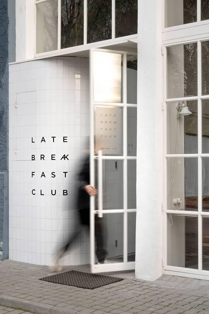 餐吧门头logo及玻璃门设计