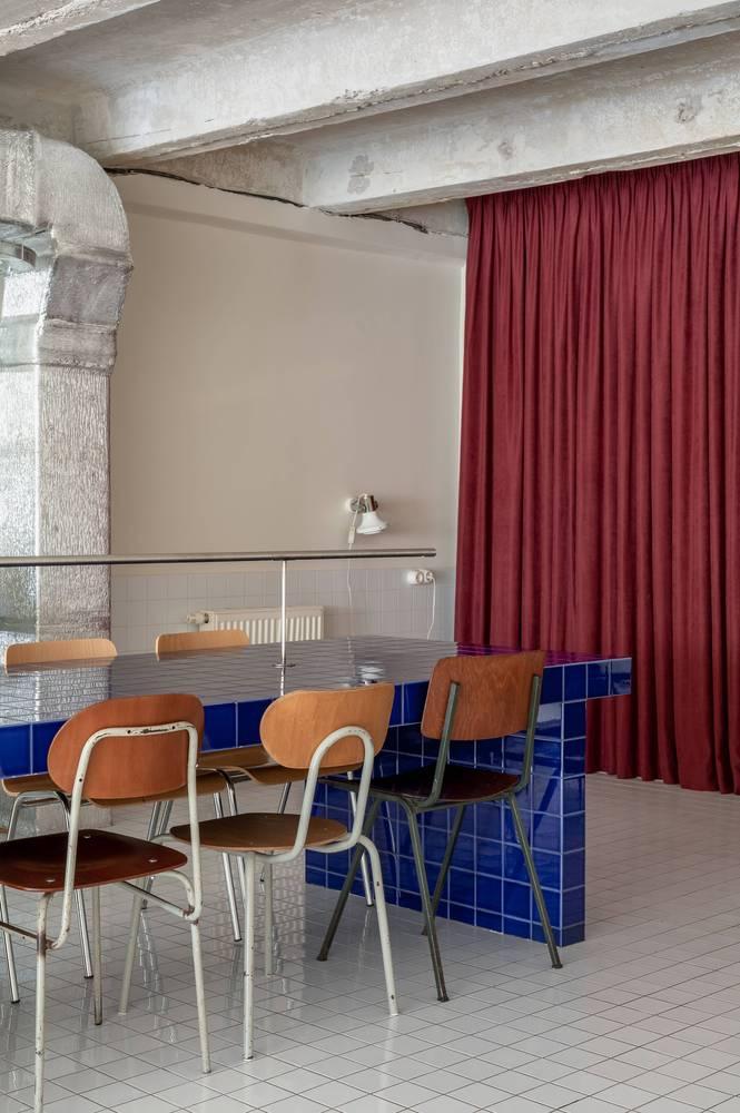 餐吧二层长桌设计