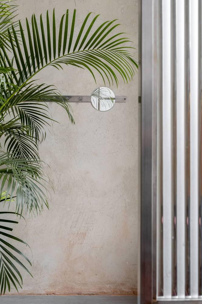 餐吧墙面以及绿植设计