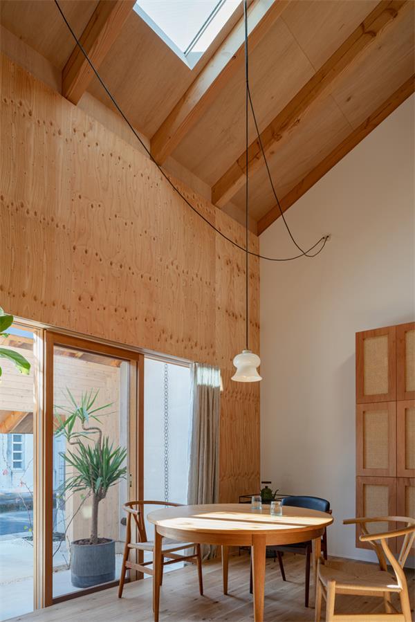 住宅一层餐厅及天花设计