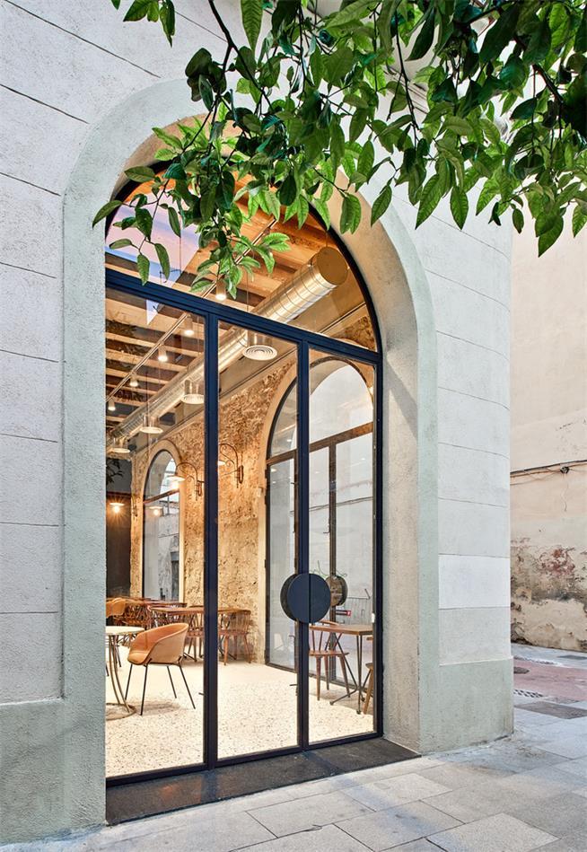 小型餐吧入口大门设计