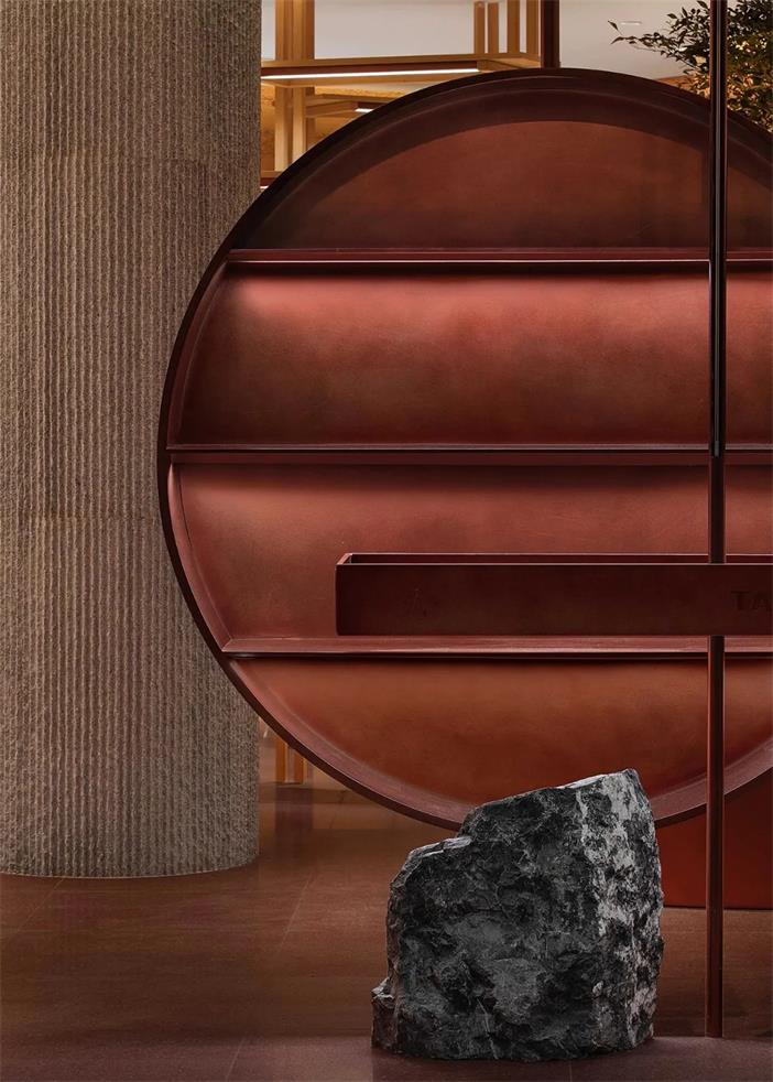 茶文化体验馆圆形展示架灯光和材质设计特写
