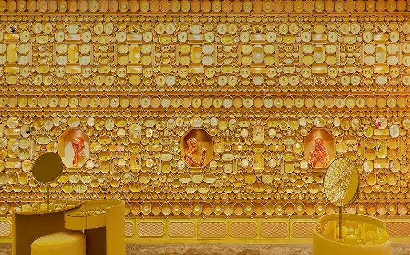 首饰店统一的金色质感设计