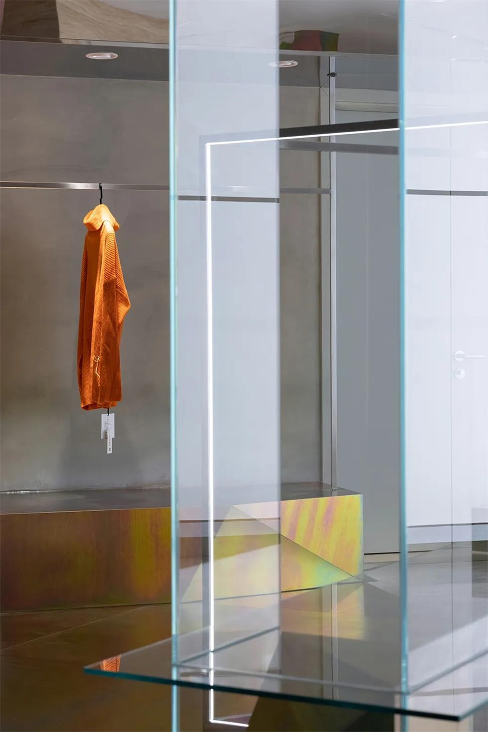 买手店玻璃展示台设计