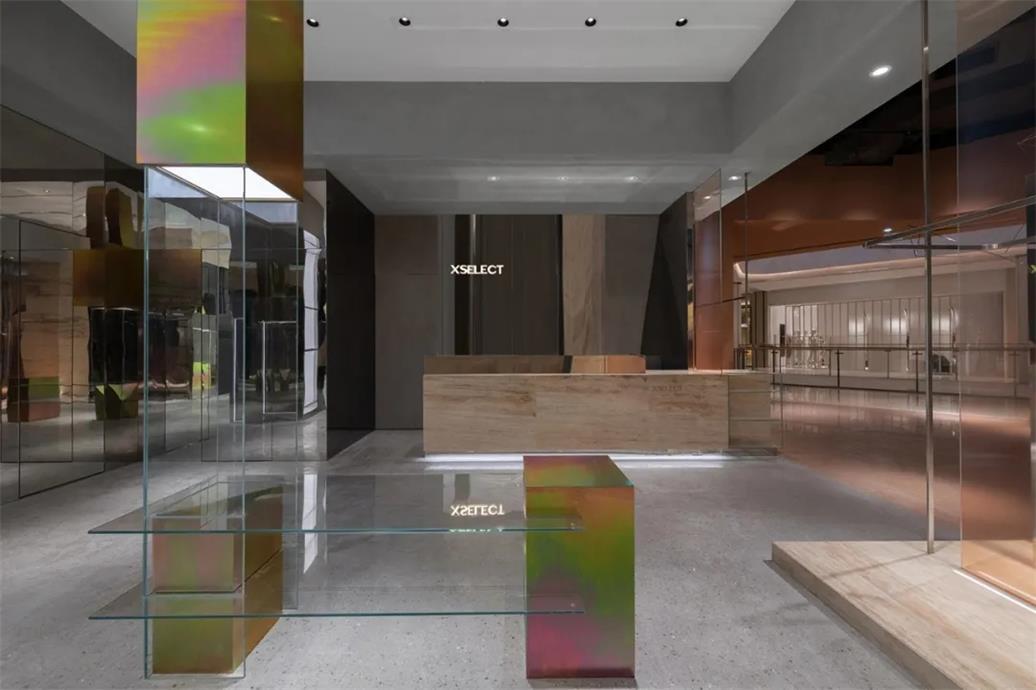买手店玻璃与彩色金属的结合设计