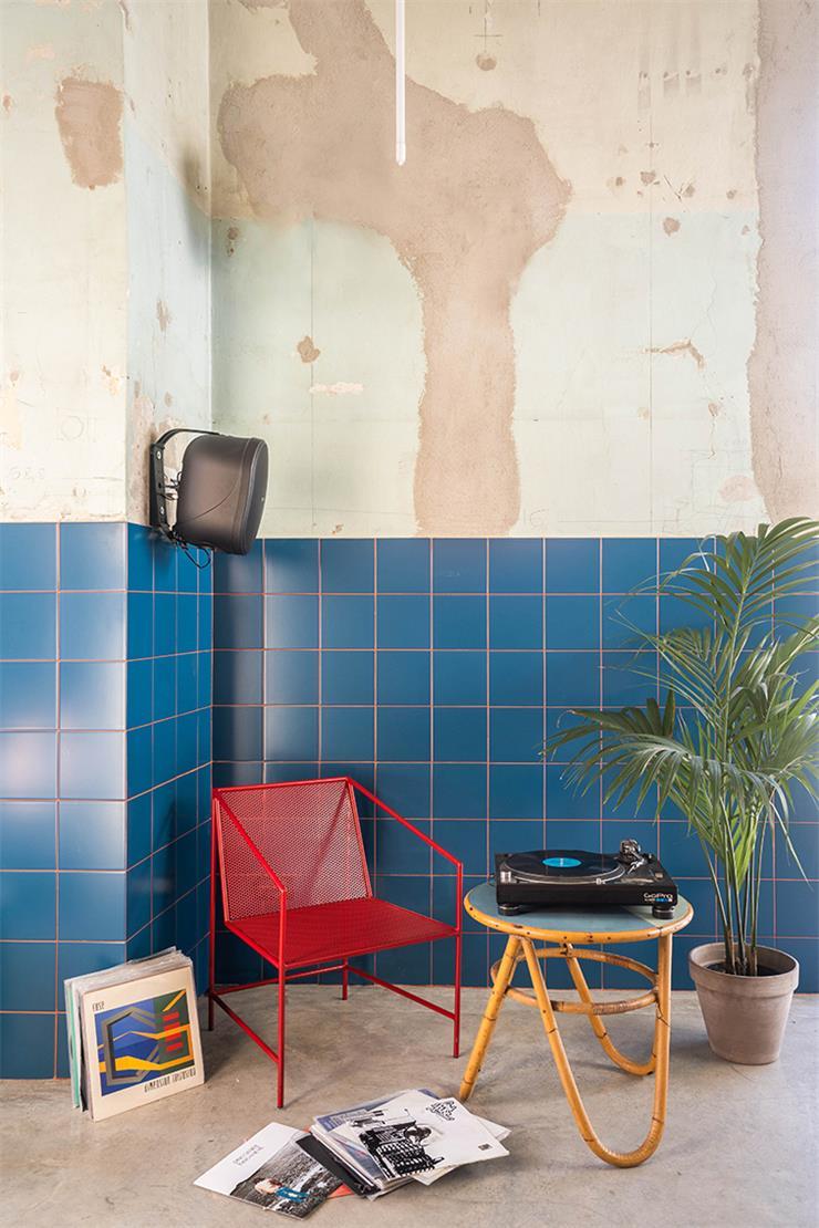 餐吧破旧的墙面及软装搭配设计