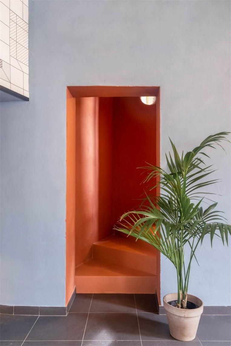 餐吧地下楼梯口设计