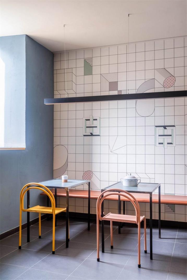 餐吧地下用餐区墙面及家具设计