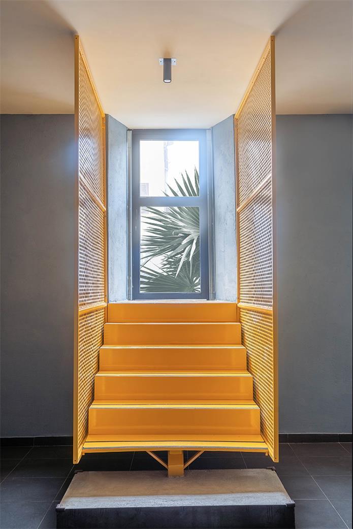 餐吧通往户外楼梯设计全景
