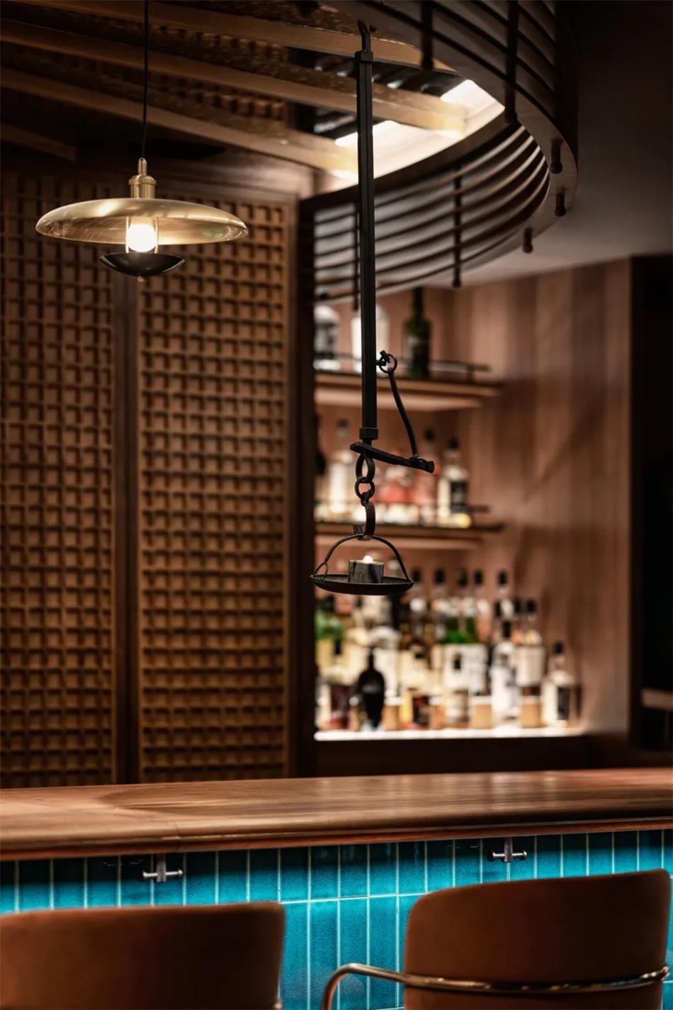 威士忌酒吧灯具设计细节
