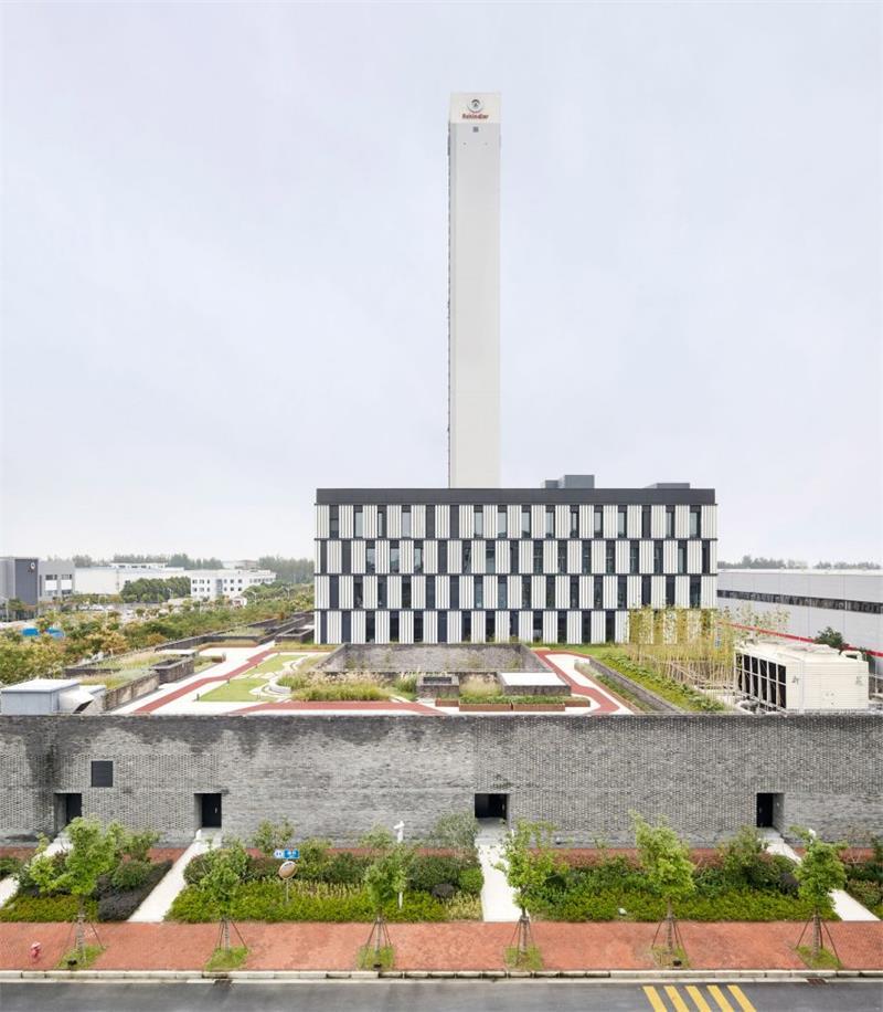 办公楼内细长的高白塔建筑设计