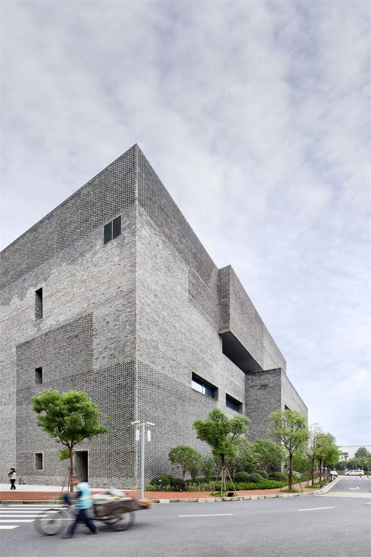 办公楼复古砖墙墙面设计特写
