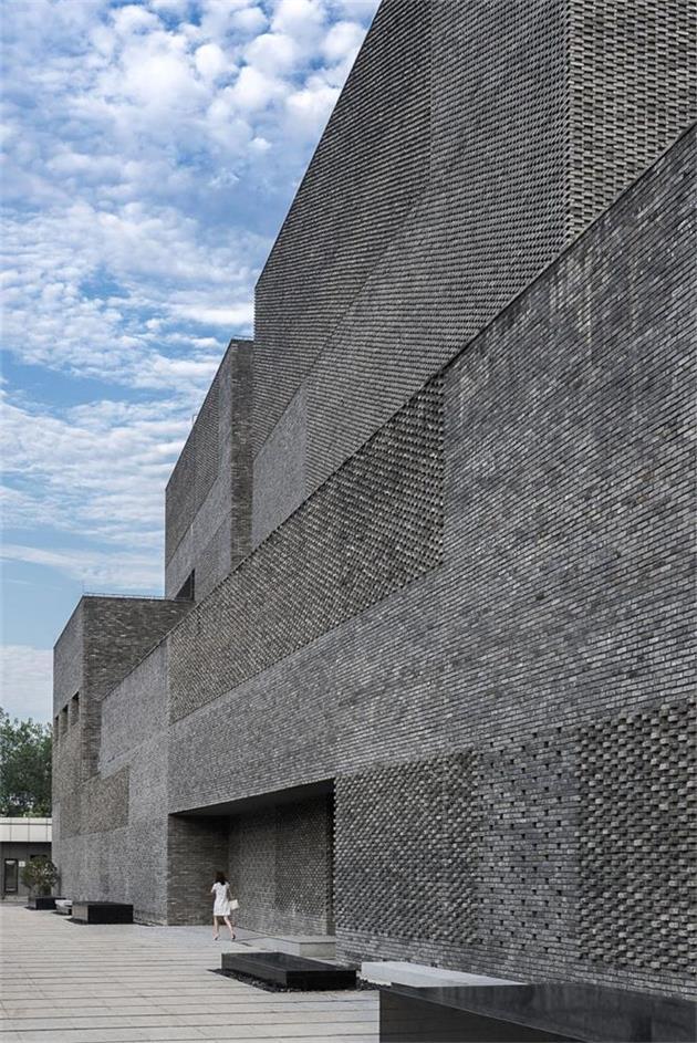 办公楼不同穿插模式的砖墙设计
