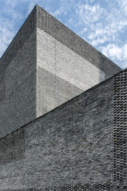 办公楼复古砖墙设计细节