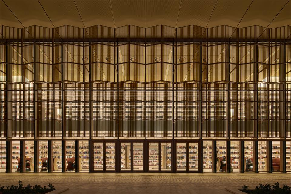图书馆外力面通透格栅设计夜景效果