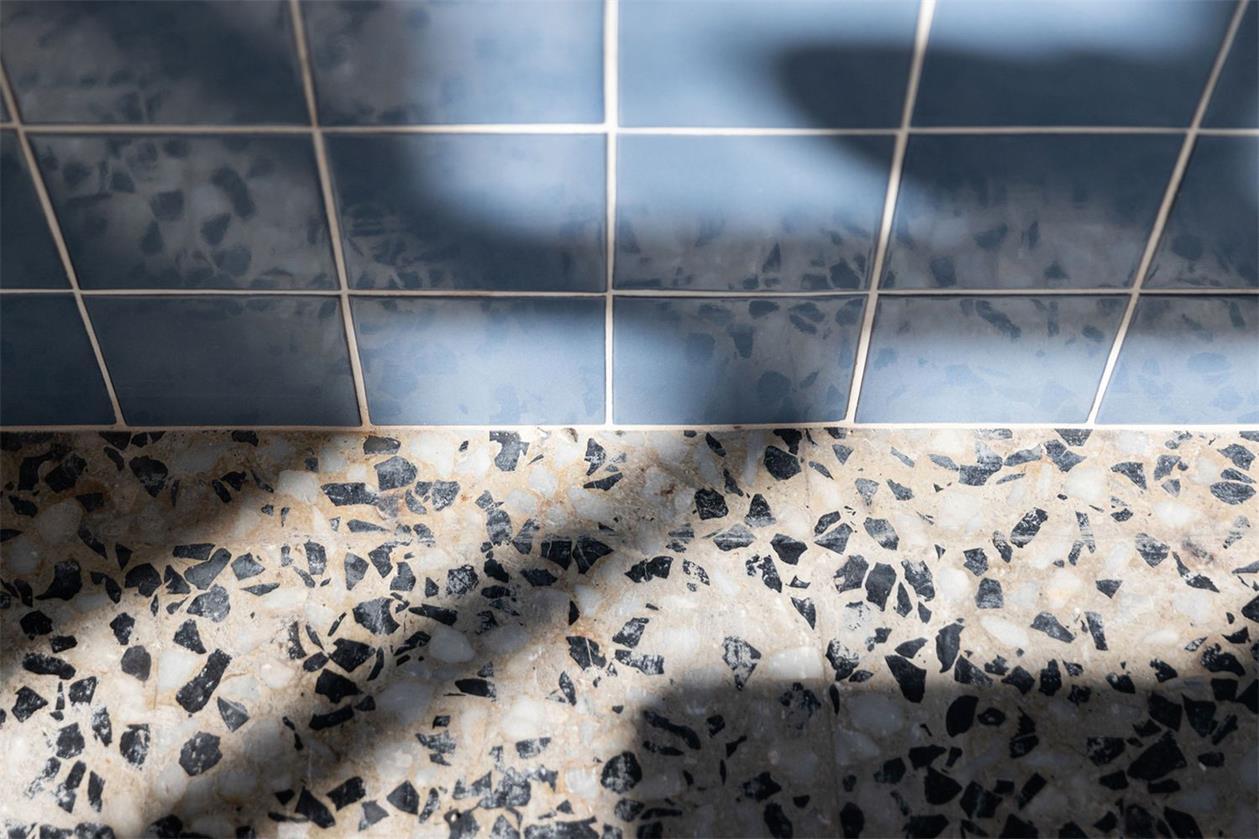静吧地面及墙面瓷砖材料特写