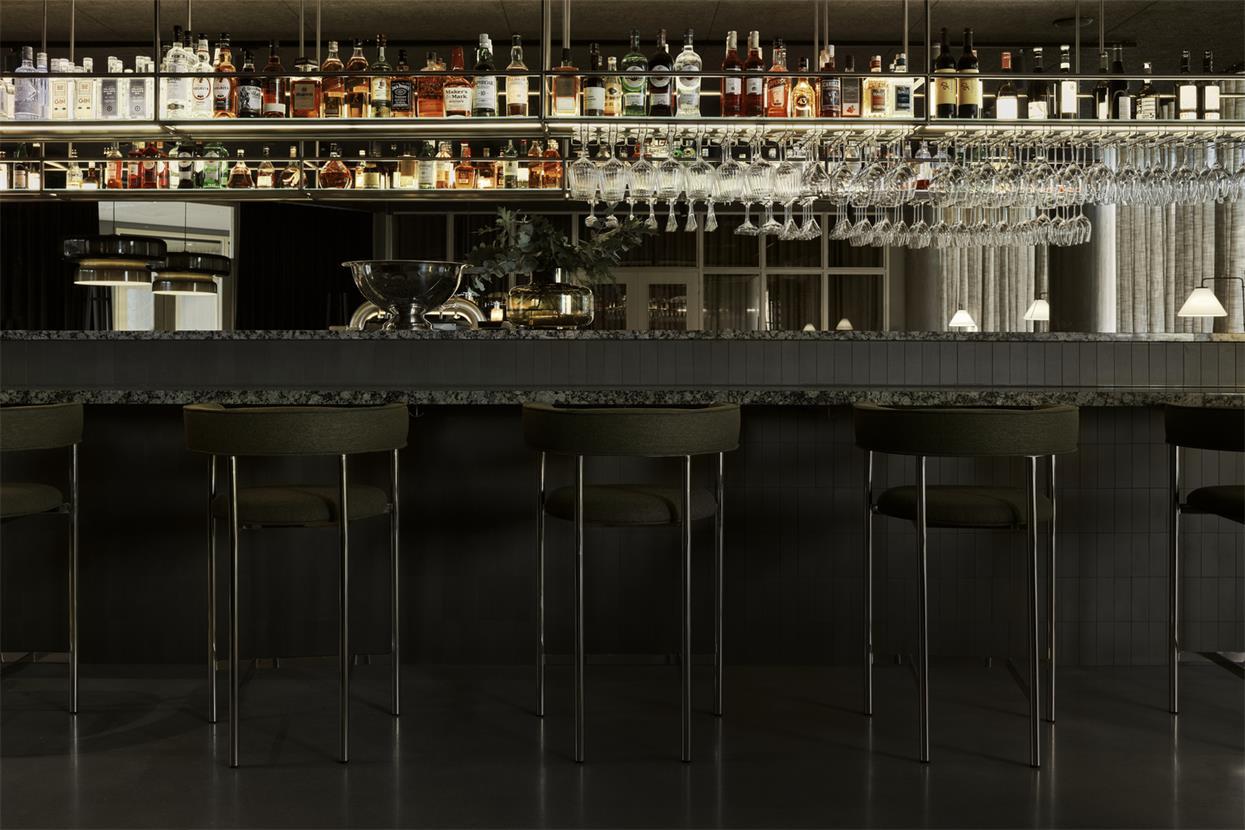 酒店操作吧台及上方酒架设计