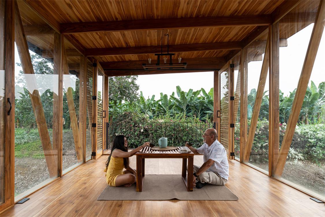 茶室四周通透的空间感