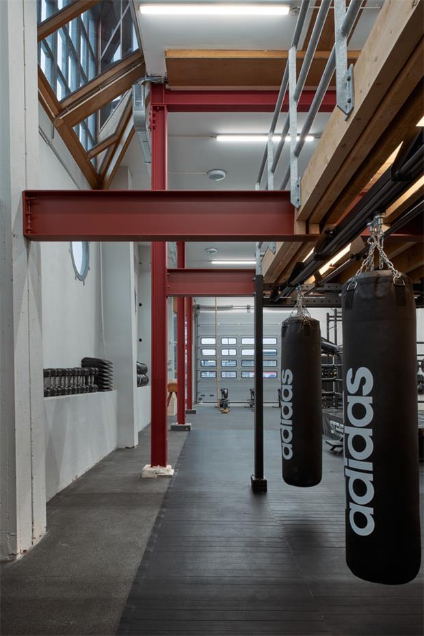 健身房保留原造船厂原有柱子