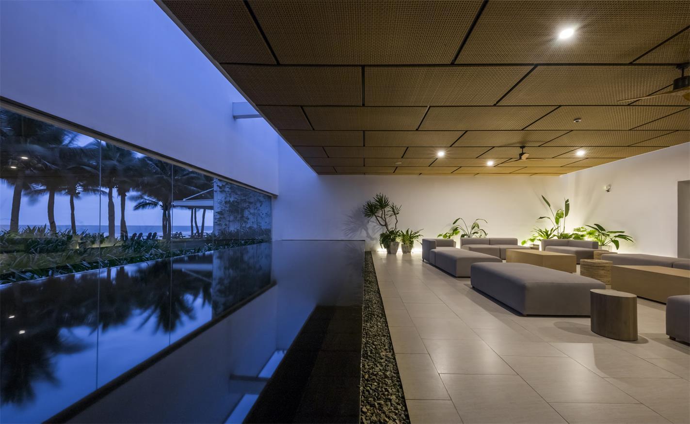 售楼处景观盒与室内休闲区傍晚灯光氛围