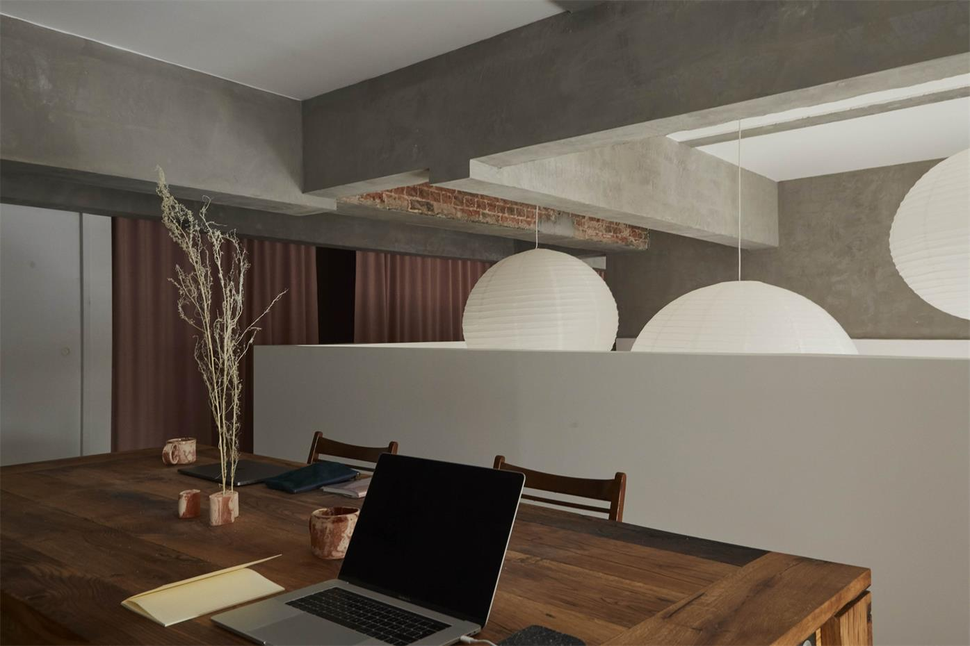 摄影工作室二层办公桌设计
