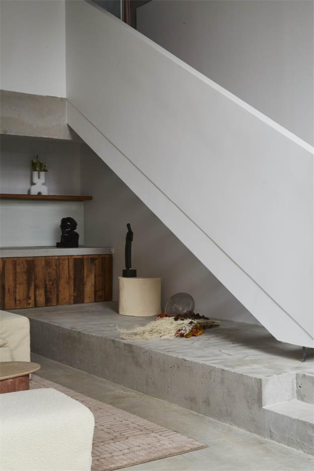 摄影工作室楼梯下方空间设计