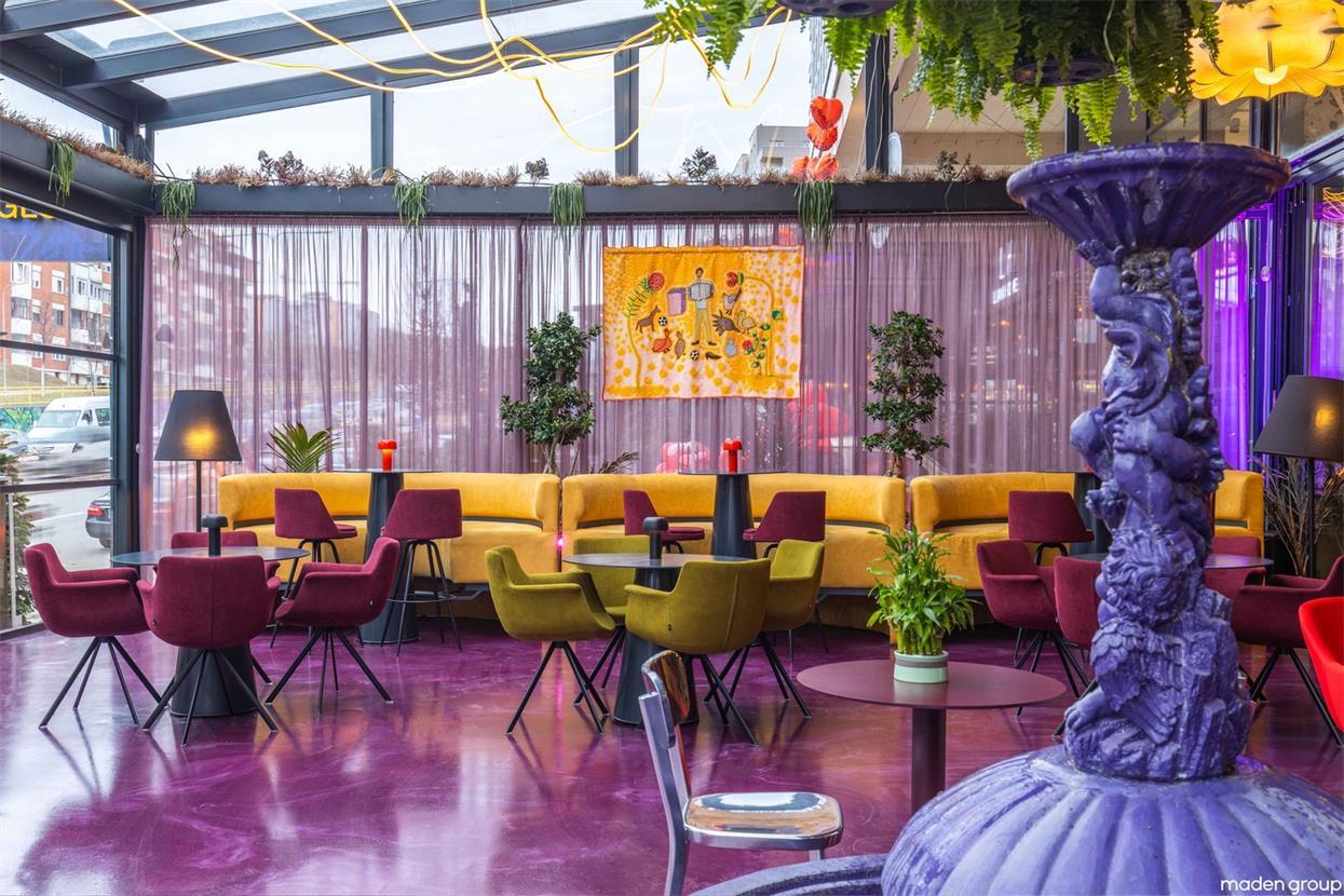 酒吧彩色客座区设计