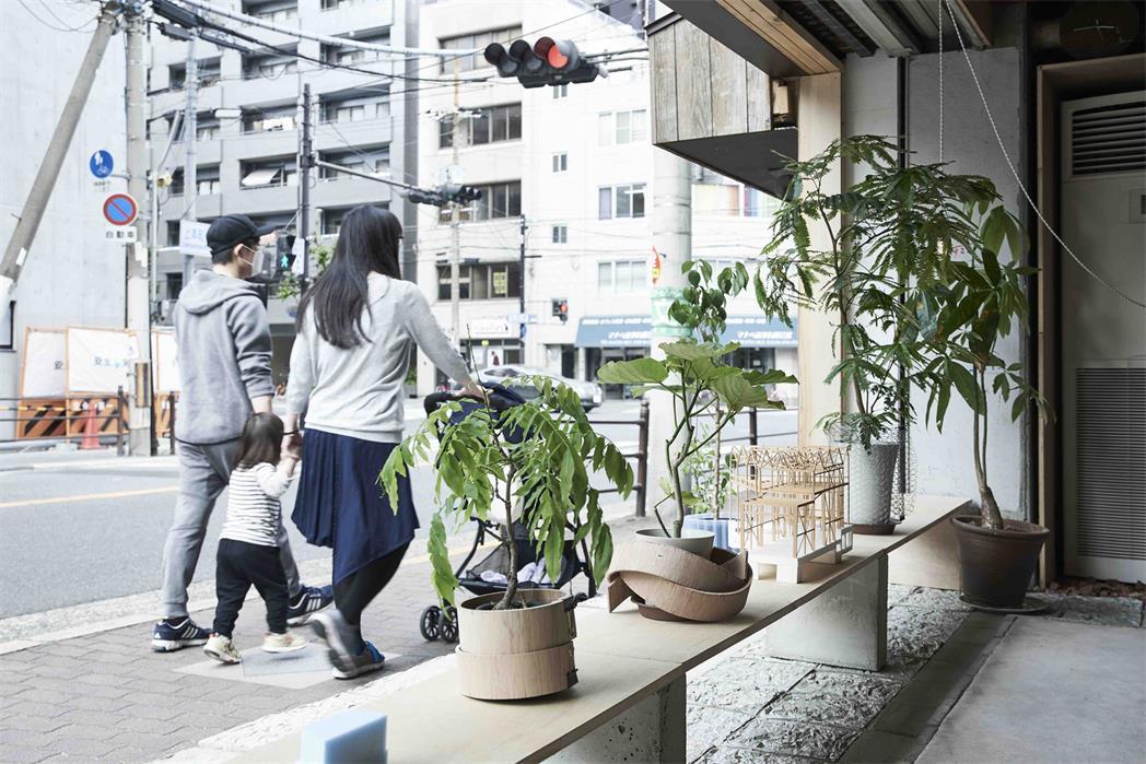 小型办公室沿街绿植设计