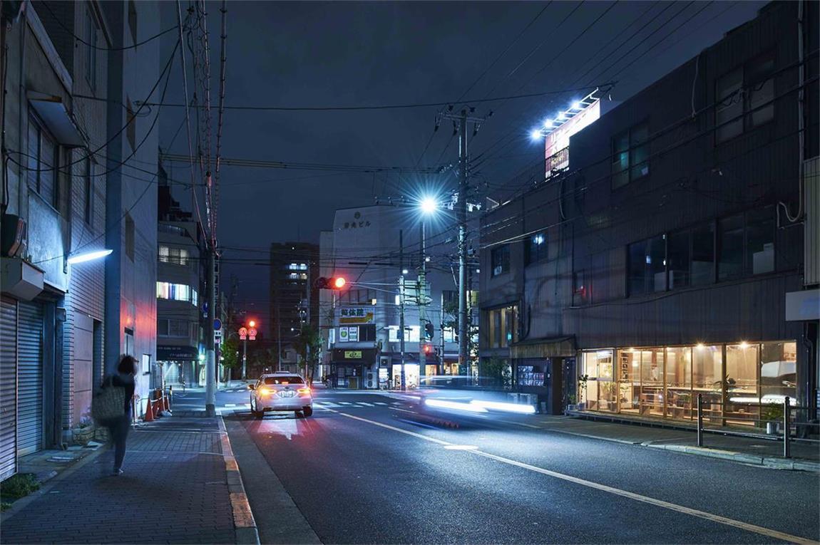 小型办公室街头夜晚的环境