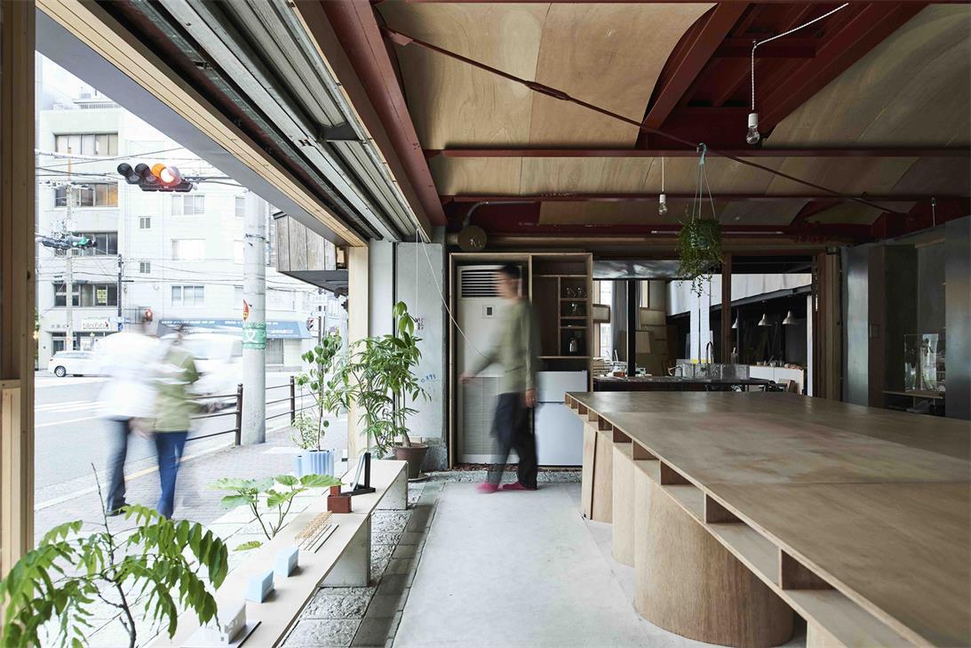 小型办公室沿窗通道设计