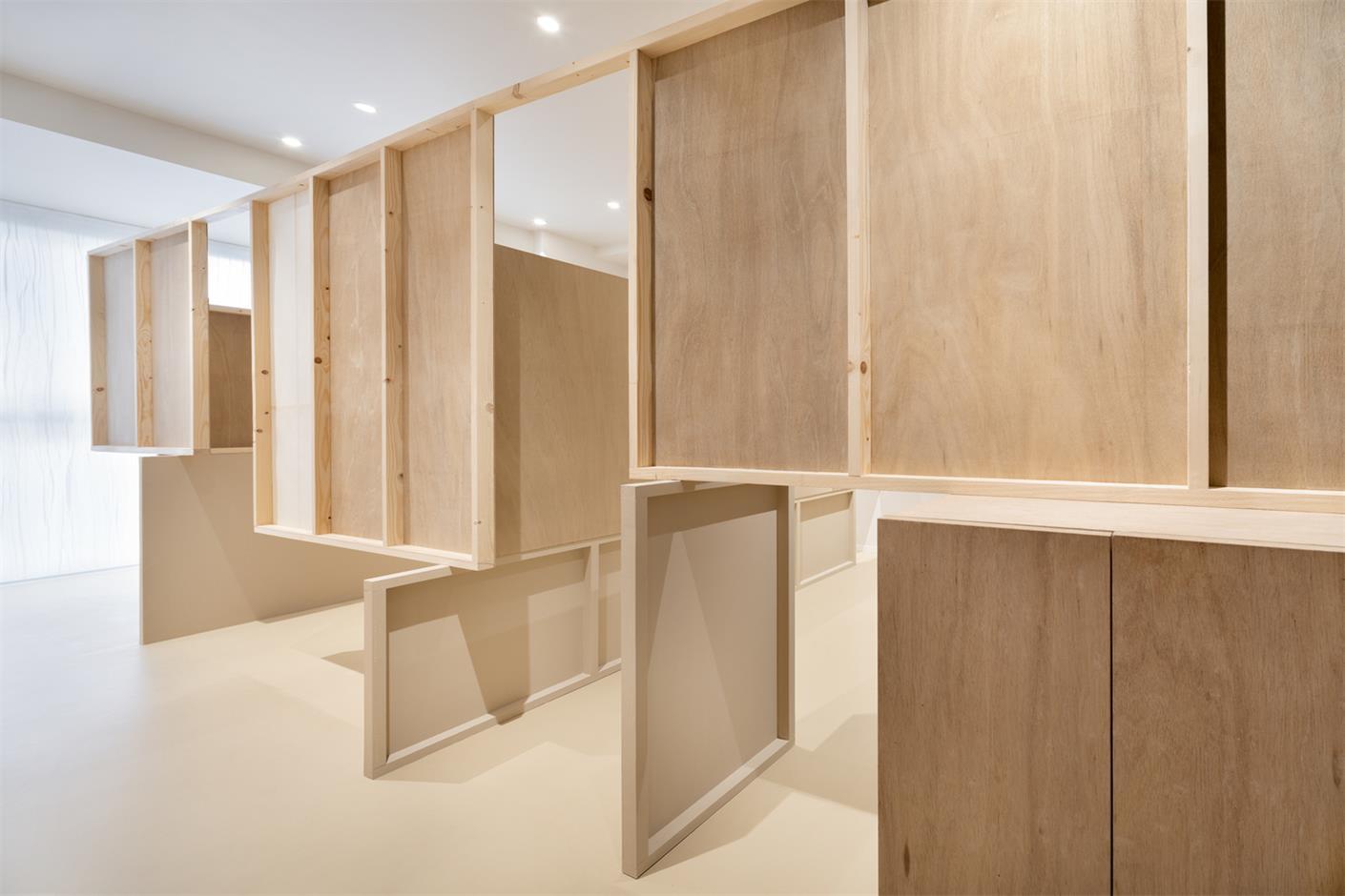 美甲美睫店包厢木质隔断墙设计