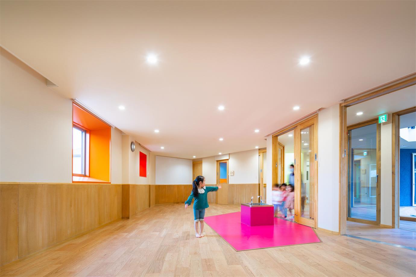 幼儿园活动室地面和天花设计