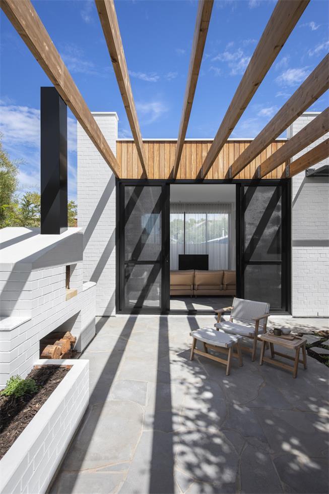 一层别墅庭院休闲区造型及天花设计