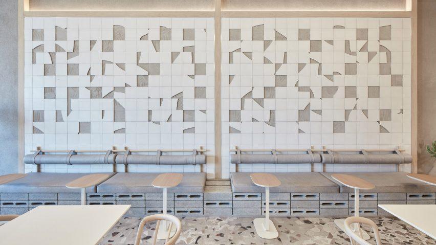 咖啡厅碎片瓷砖背景墙设计