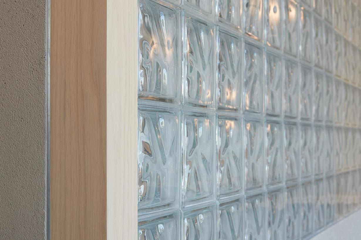 咖啡厅玻璃砖墙面隔断设计