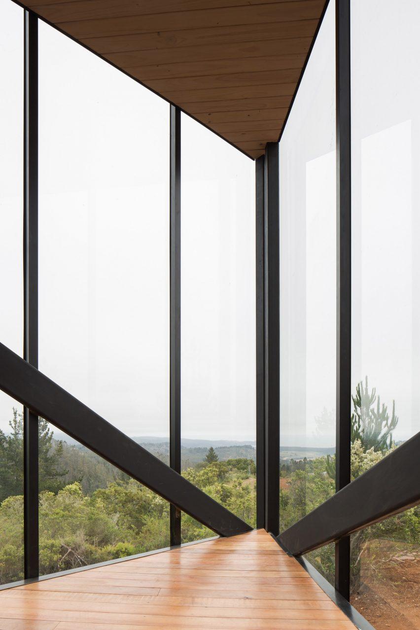 度假屋玻璃墙设计