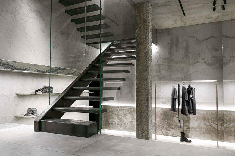 买手店悬浮楼梯设计