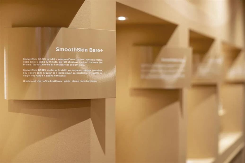 护理品零售店商品展示标签和格子设计