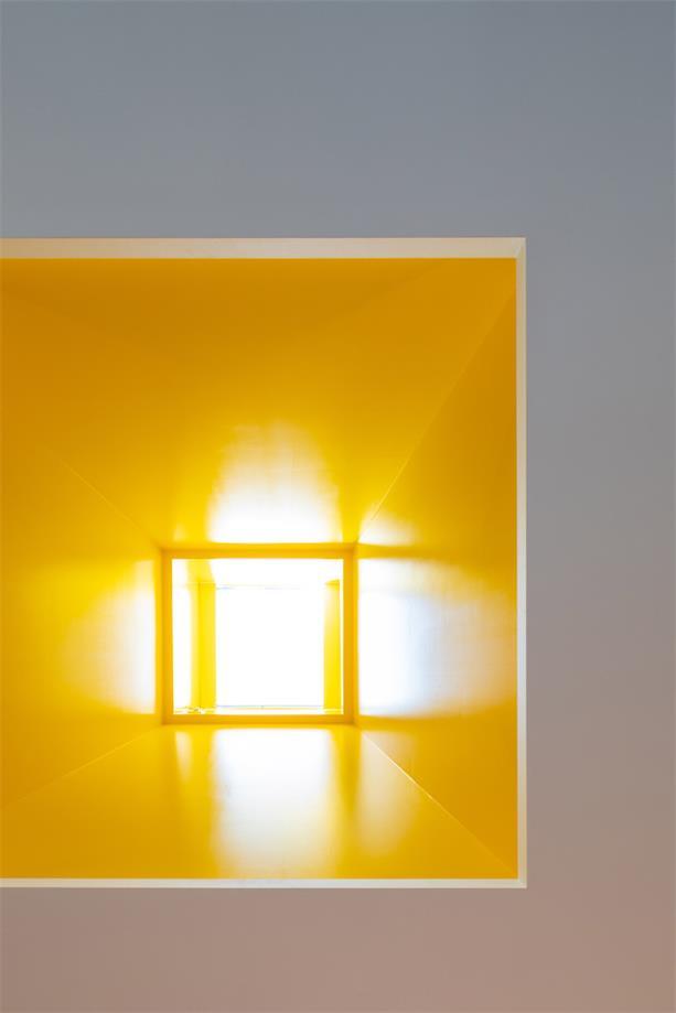 幼儿园黄色窗口设计