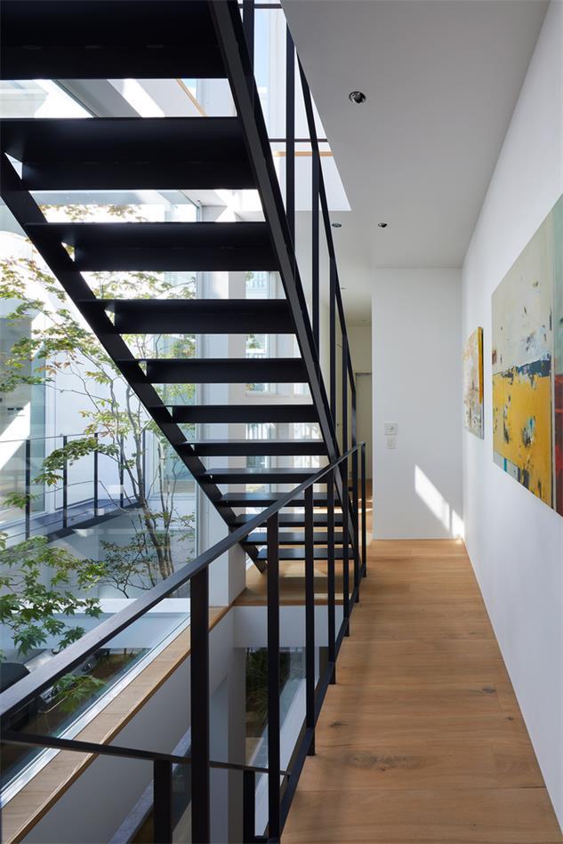 别墅室内楼梯与庭院连接设计