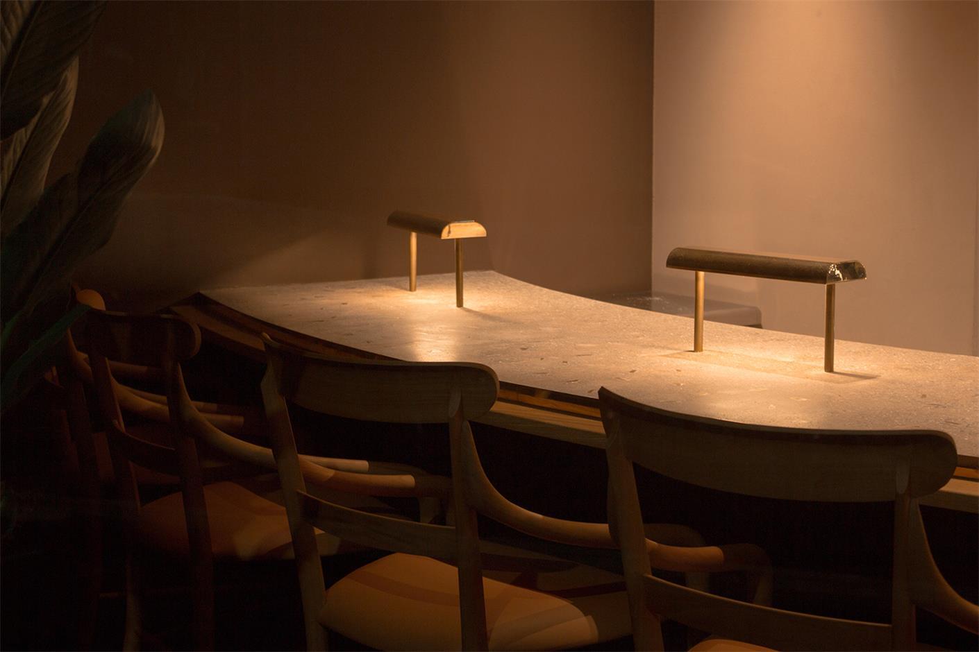 小型餐厅用餐吧台设计特写